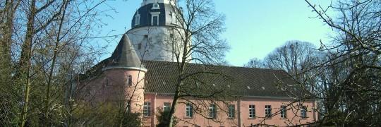 ERLAUBT; sämtlich bilder der internetseite des SCHLOSSMUSEUMS dürfen benutzt werden, Antje Sander (Leiterin) hat es Fabian telefonisch erlaubt